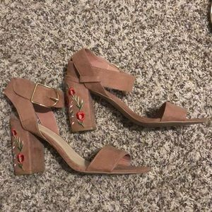Beautifully detailed heels size 10